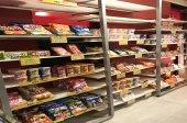 お菓子、カップ麺など店内販売品多数!